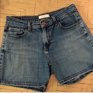 Levi's 515 Jean Shorts Size 8 Denim GUC